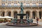 Thumbnail image of Hygieia Fountain in courtyard at Rathaus, Hamburg, Germany