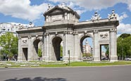 Thumbnail image of Alcala Gate / Puerta de Alcalá on Plaza de la Independencia, Madrid, Spain